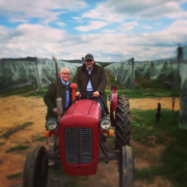 Zwei Agrarexperten im Einsatz.